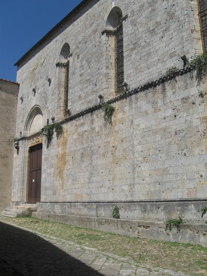 Torri Chiesa di Santa Mustiola, lato meridionale della chiesa