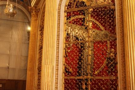 La statua del Volto Santo all'interno del Duomo di Lucca