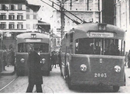 1938 - Piazza del Duomo, inaugurazione della linea di filobus, il n.7, per Fiesole