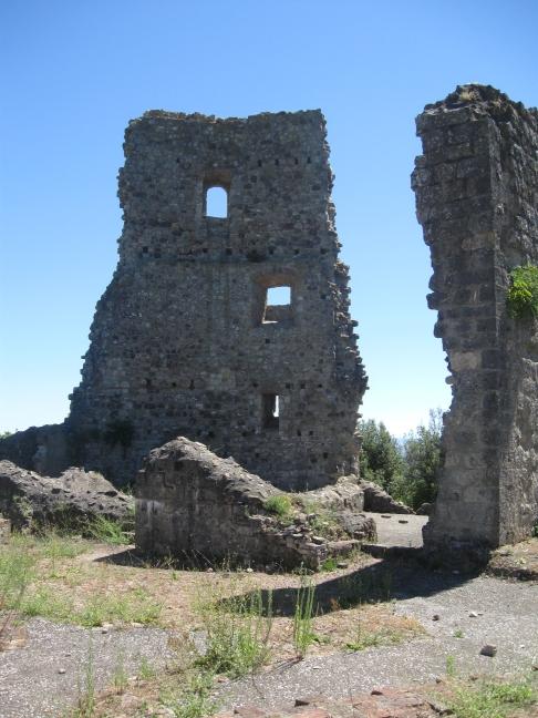 Crevole particolare dei ruderi dell'antica rocca