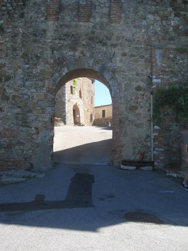 Murlo, la porta del castello