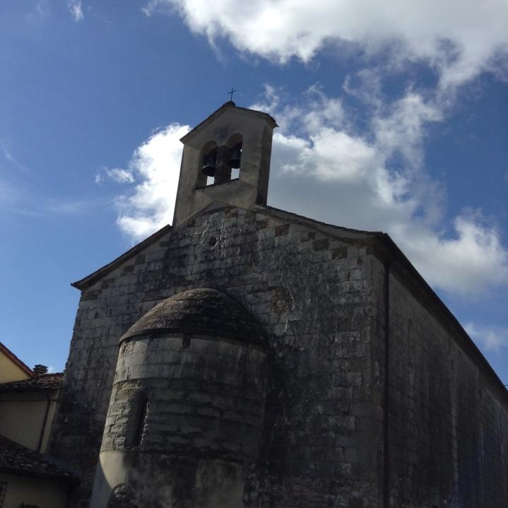 Lubaco, la tribuna e il campanile della pieve