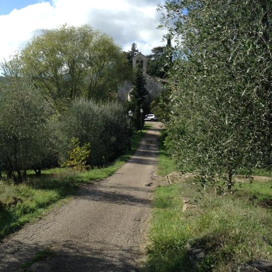 Lubaco, la strada per raggiungere la pieve