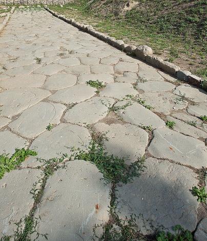 Un tratto della via Cassia a nord di Roma