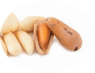 Pinoli, uno degli ingredienti del castagnaccio