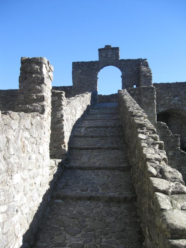 Pontremoli, il castello del Piagnaro , accesso agli spalti
