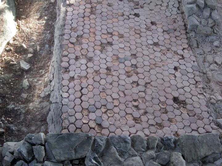 Massaciuccoli romana, pavimentazione