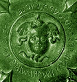 Lampadario Cortonese con iscrizione etrusca circolare (IV sec. a.C.) si notano ai quattro angoli i supporti per le candele