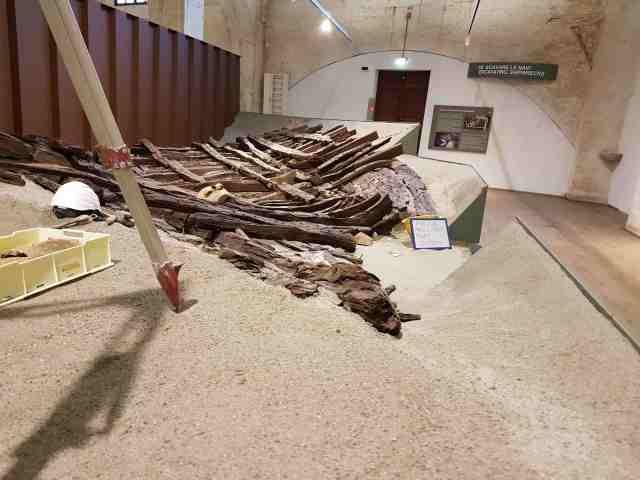 Museo delle navi antiche di Pisa, la nave A nella ricostruzione della Sala IV. La foto originale*